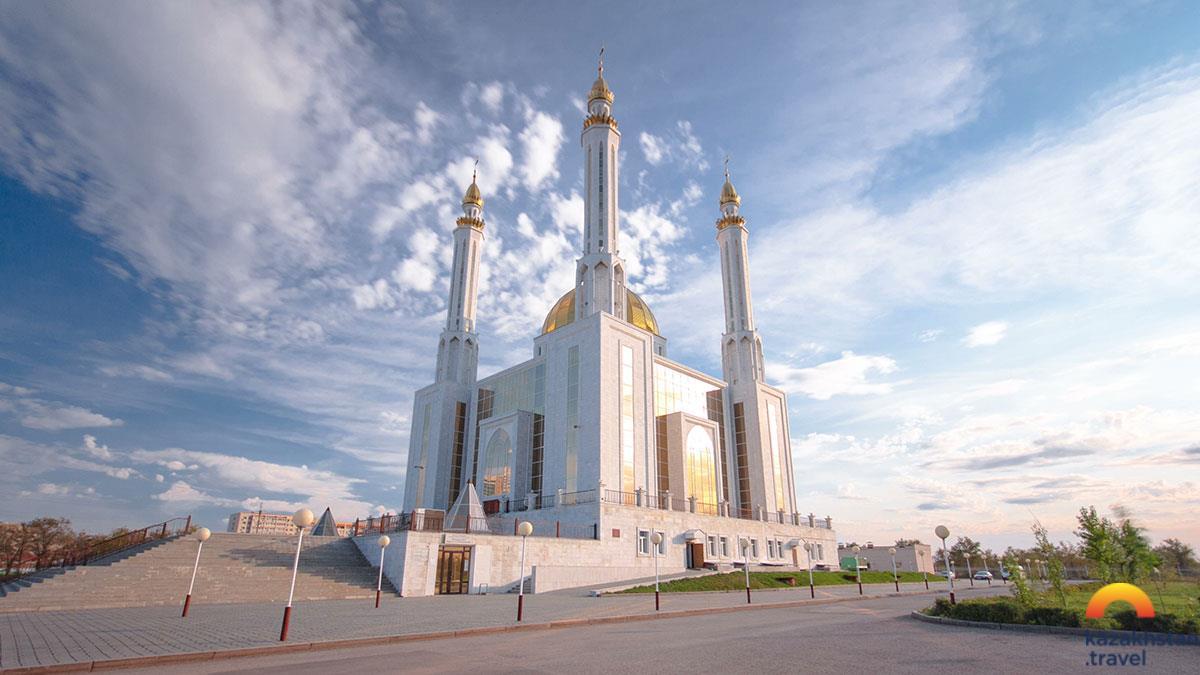 """Актюбинская областная мечеть """"Нур Гасыр"""""""