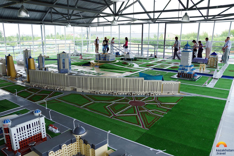 象征着哈萨克人民的发展历史和成就